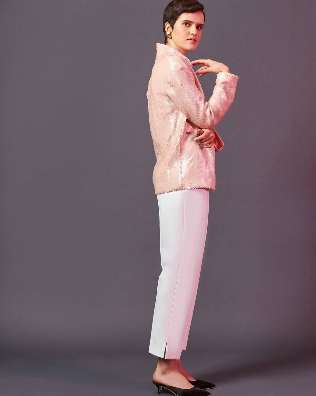 Брюки укороченные с разрезами XSБрюки<br><br><br>Артикул: 220812216<br>Размер: XS<br>Цвет: Белый<br>Новинка: НЕТ<br>Наименование en: Side split cropped trousers