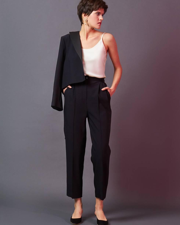 Брюки с завышенной талией SБрюки и джинсы<br><br><br>Артикул: 220812337<br>Размер: S<br>Цвет: Черный<br>Новинка: НЕТ<br>Наименование en: Tailored creased trousers
