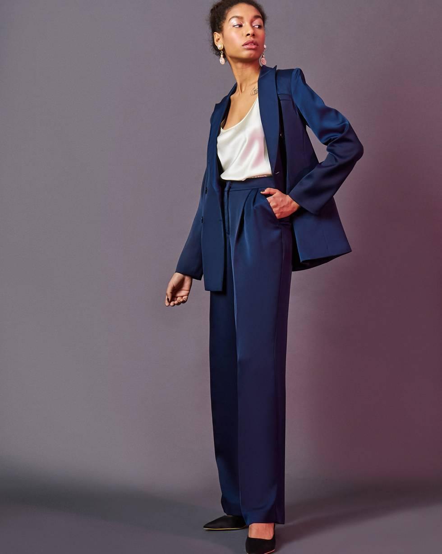 Брюки широкие со складками XSБрюки и джинсы<br><br><br>Артикул: 220812380<br>Размер: XS<br>Цвет: Темно-синий<br>Новинка: ДА<br>Наименование en: High-rise pleated trousers