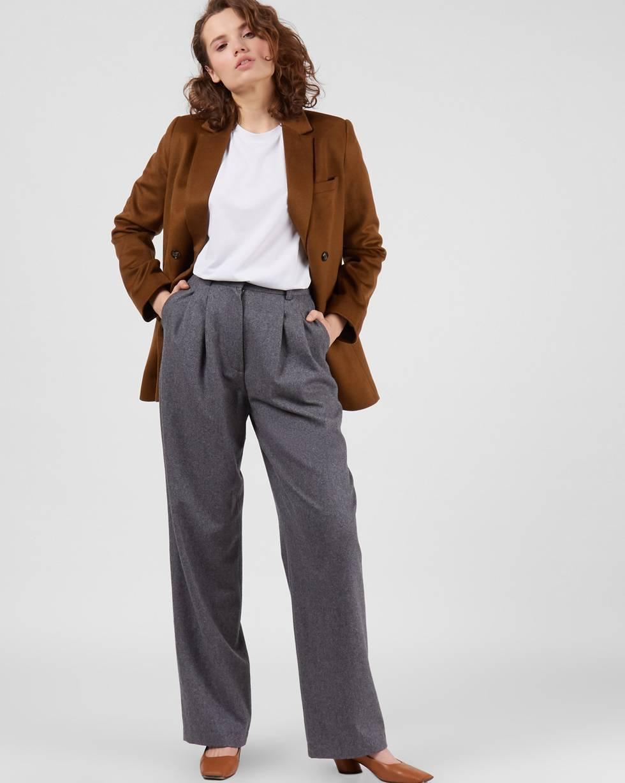 Брюки костюмные с защипами LБрюки<br><br><br>Артикул: 220812996<br>Размер: L<br>Цвет: Серый<br>Новинка: ДА<br>Наименование en: High rise wool trousers
