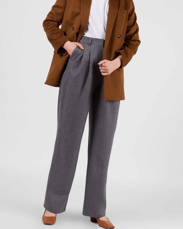 Брюки костюмные с защипами XSБрюки<br><br><br>Артикул: 220812996<br>Размер: XS<br>Цвет: Серый<br>Новинка: ДА<br>Наименование en: High rise wool trousers