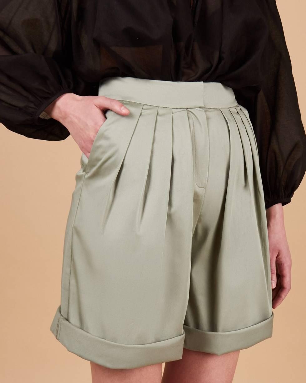 Шорты широкие со складками LБрюки<br><br><br>Артикул: 220814230<br>Размер: L<br>Цвет: Мятный<br>Новинка: НЕТ<br>Наименование en: Pleated wide-leg shorts