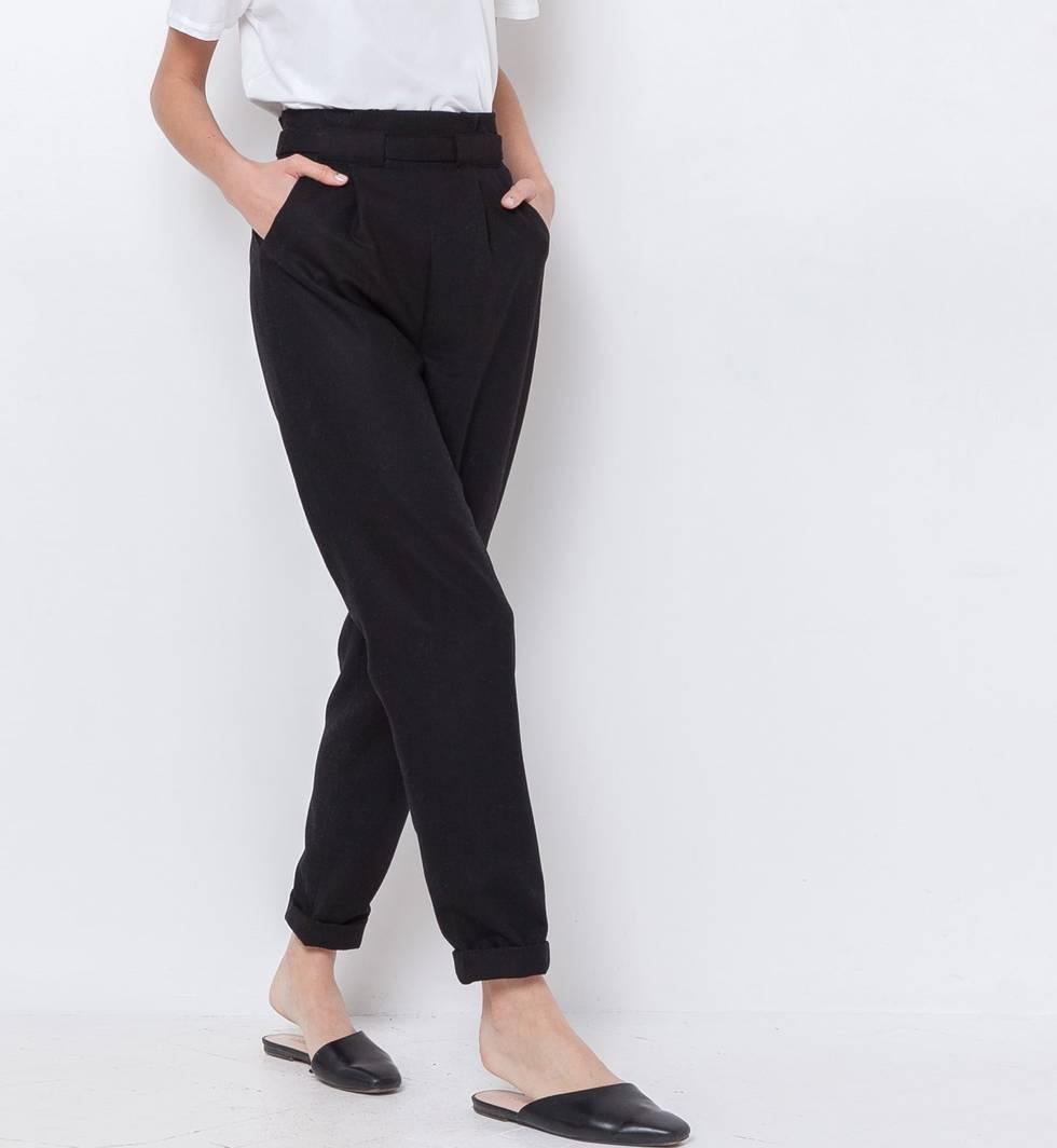 Брюки с защипами XSБрюки<br><br><br>Артикул: 22084745<br>Размер: XS<br>Цвет: Чёрный<br>Новинка: НЕТ<br>Наименование en: Pleated front cropped trousers