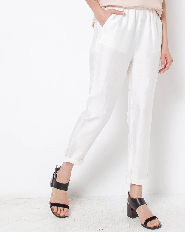 Брюки укороченные LБрюки и джинсы<br><br><br>Артикул: 22085570<br>Размер: L<br>Цвет: Белый<br>Новинка: НЕТ<br>Наименование en: None