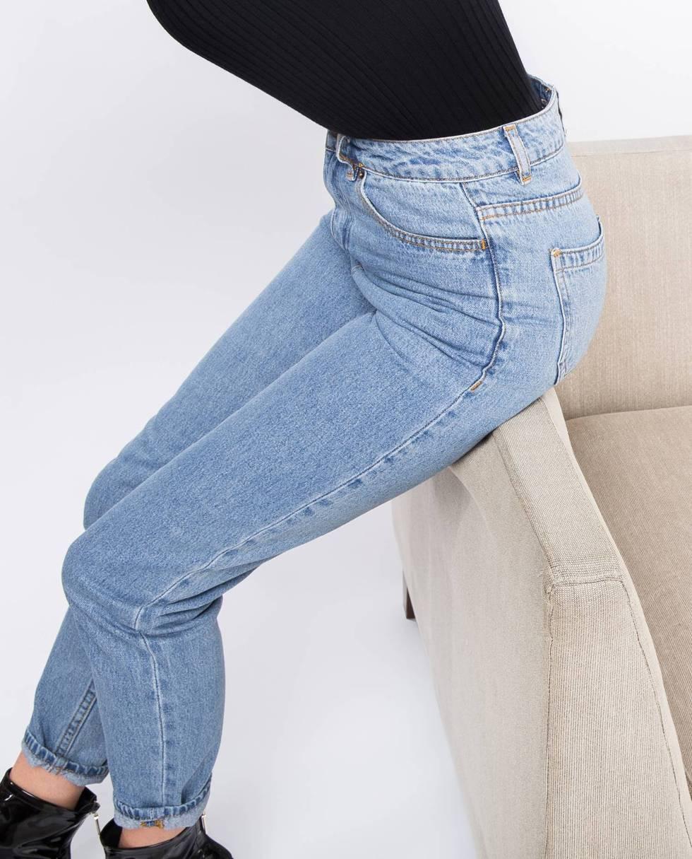 Джинсы свободного покроя с высокой посадкой XSБрюки<br><br><br>Артикул: 22086274<br>Размер: XS<br>Цвет: Светло-голубой<br>Новинка: НЕТ<br>Наименование en: High waist relaxed fit jeans