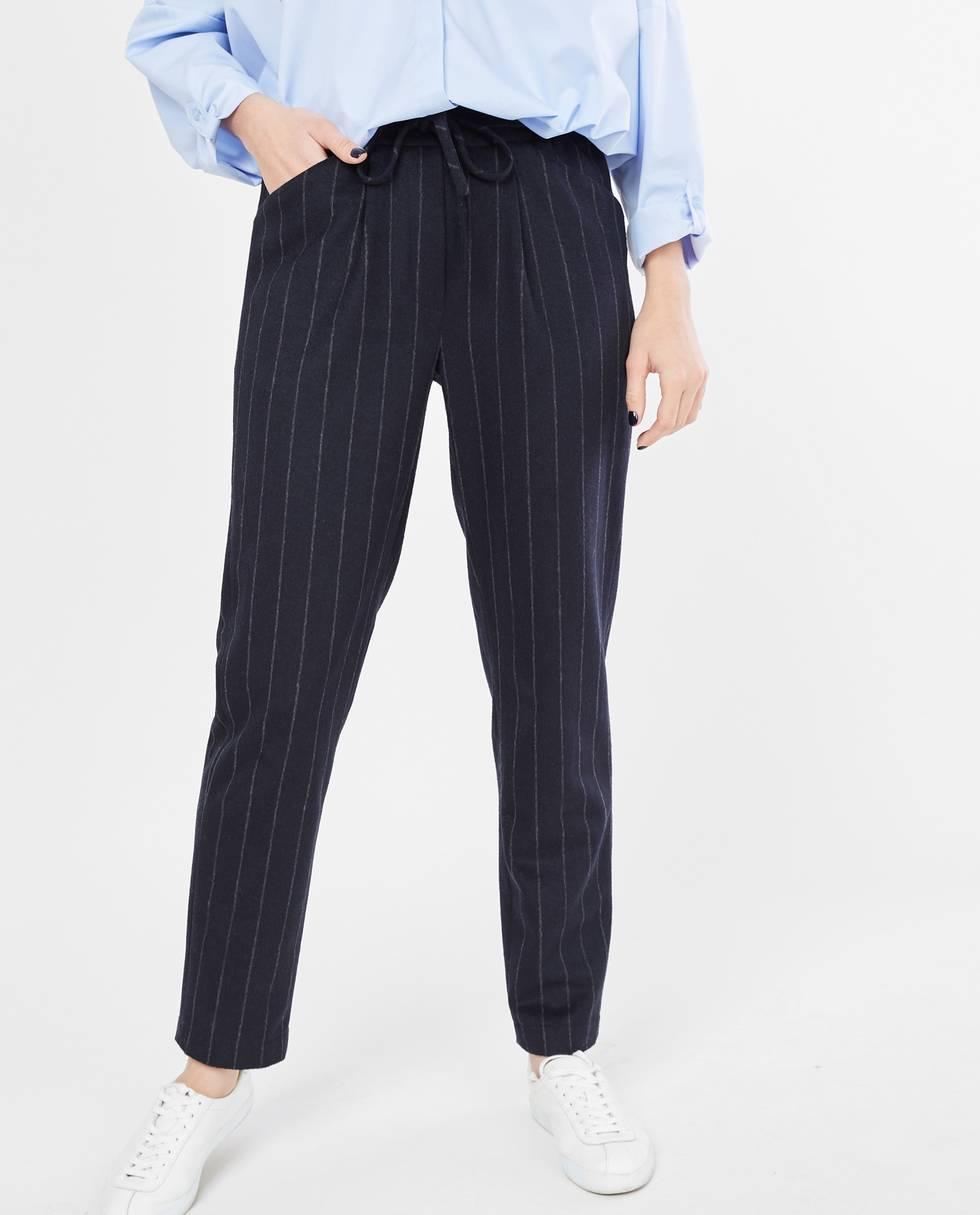 Брюки на завязках в полоску Mбрюки<br><br><br>Артикул: 22087383<br>Размер: M<br>Цвет: Темно-синий<br>Новинка: НЕТ<br>Наименование en: Drawstring striped trousers