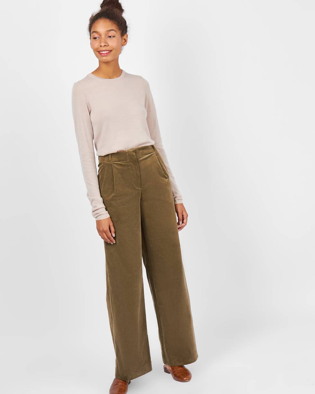 Брюки вельветовые с защипами XSБрюки и джинсы<br><br><br>Артикул: 22088135<br>Размер: XS<br>Цвет: Зеленый<br>Новинка: НЕТ<br>Наименование en: Wide leg corduroy trousers