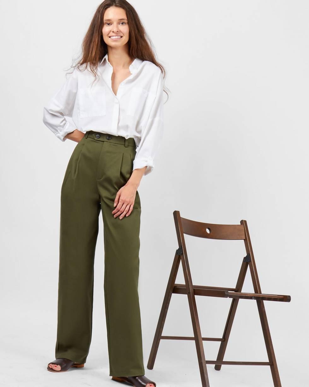 Брюки с защипами из плотного хлопка MБрюки и джинсы<br><br><br>Артикул: 22088447<br>Размер: M<br>Цвет: Зеленый<br>Новинка: НЕТ<br>Наименование en: Pleated front trousers