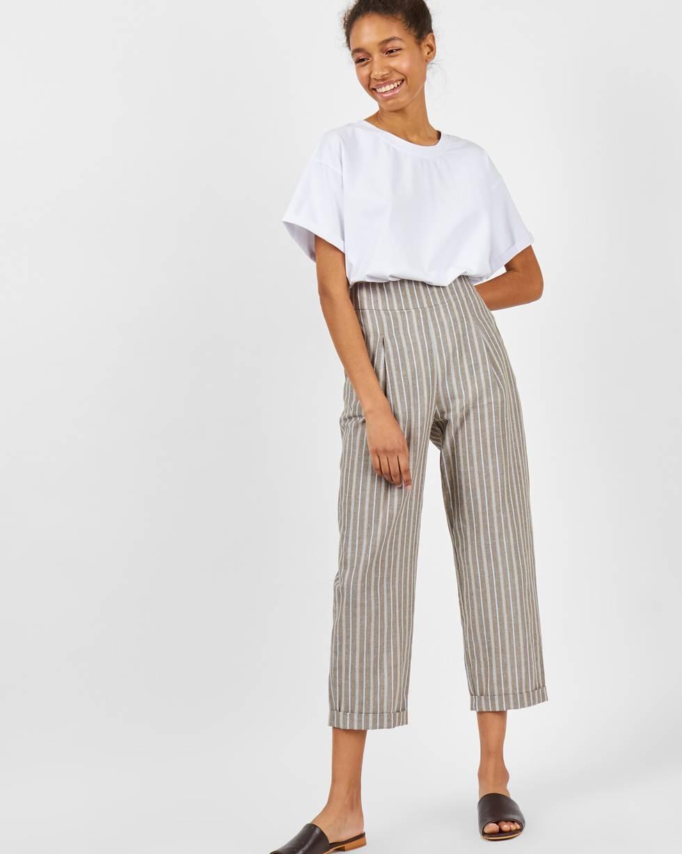Брюки укороченные в полоску MБрюки и джинсы<br><br><br>Артикул: 22088573<br>Размер: M<br>Цвет: Серо-коричневый<br>Новинка: НЕТ<br>Наименование en: Stripe cropped trousers