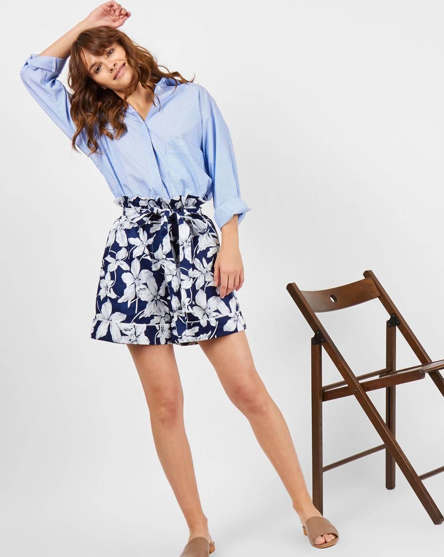 Шорты с кантом в цветок SБрюки<br><br><br>Артикул: 22088981<br>Размер: S<br>Цвет: Синий<br>Новинка: НЕТ<br>Наименование en: Floral print piped shorts