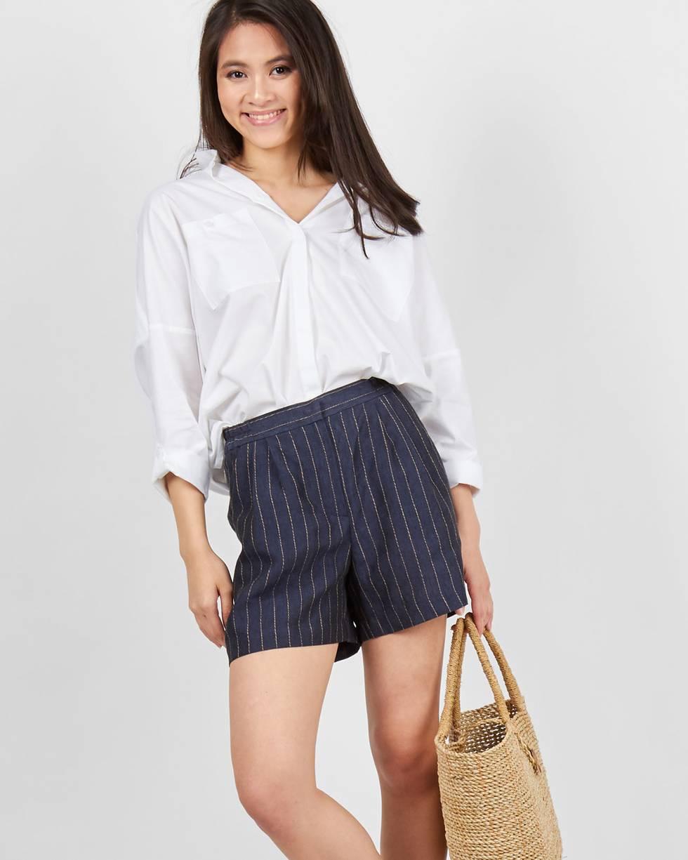 Шорты изо льна в полоску XSбрюки<br><br><br>Артикул: 22089540<br>Размер: XS<br>Цвет: Темно-синий<br>Новинка: ДА<br>Наименование en: Striped linen shorts