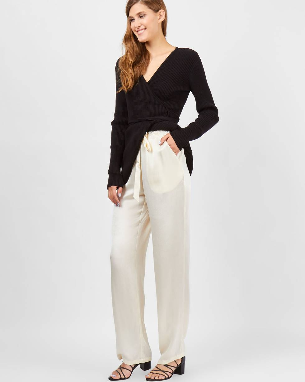 Брюки широкие в пижамном стиле Sбрюки<br><br><br>Артикул: 22089596<br>Размер: S<br>Цвет: Молочный<br>Новинка: НЕТ<br>Наименование en: Pyjama style trousers