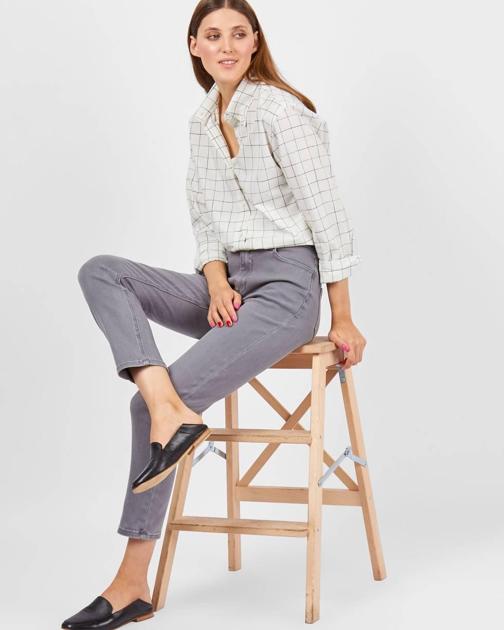 Джинсы классического покроя MБрюки<br><br><br>Артикул: 22089892<br>Размер: M<br>Цвет: Серый<br>Новинка: ДА<br>Наименование en: High waist straight leg jeans