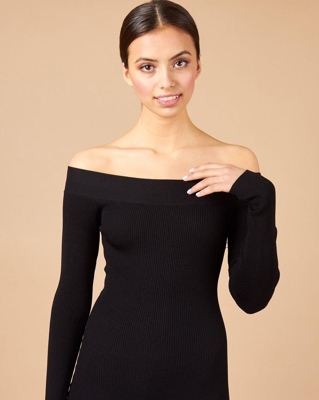 цена 12STOREEZ Платье с открытыми плечами онлайн в 2017 году