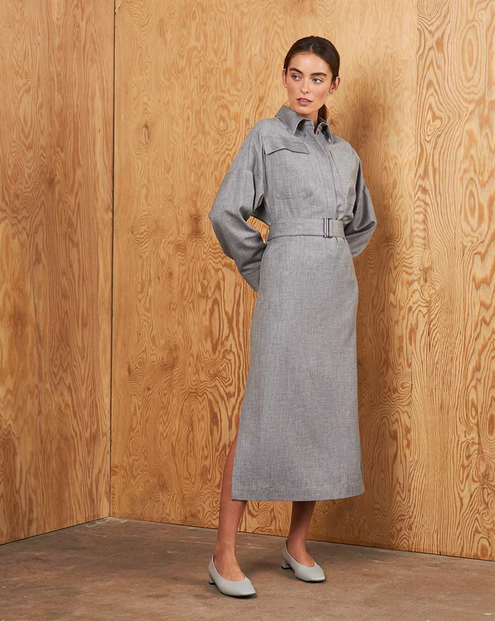 12⠀STOREEZ Платье прямое с накладными карманами и поясом
